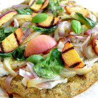 Pizza cu branza de capra si legume