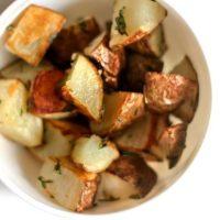 Cartofi copti cu usturoi si rozmarin