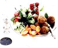 Chiftelute cu salata de rosii si busuioc