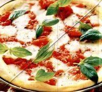 Pizza Margherita cu busuioc