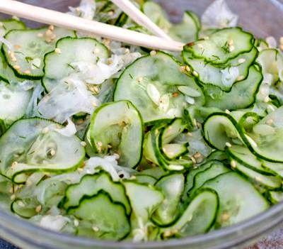 Salata de castraveti cu seminte de susan