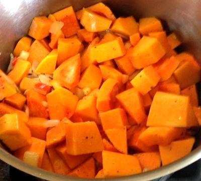 Supa de dovleac cu coriandru