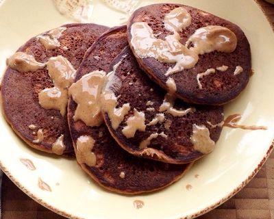 Clatite cu aroma de ciocolata si migdale