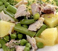 Salata de cartofi cu pastrav afumat
