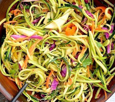 Salata de cruditati si dressing picant