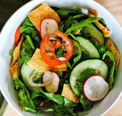 Salata fattoush cu menta