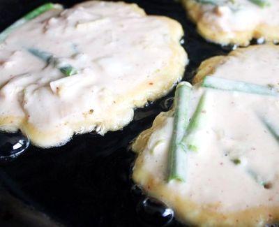 Clatite cu kimchi si ceapa verde