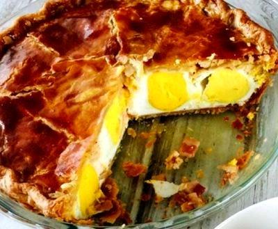 Tarta de oua cu bacon si branza