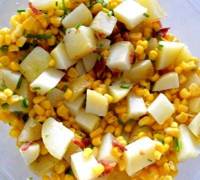 Salata de cartofi cu bacon si ceapa verde