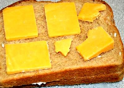 Sandwich cald cu branza cheddar