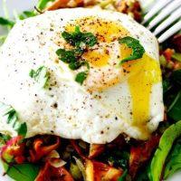 Salata calda de ciuperci cu ou