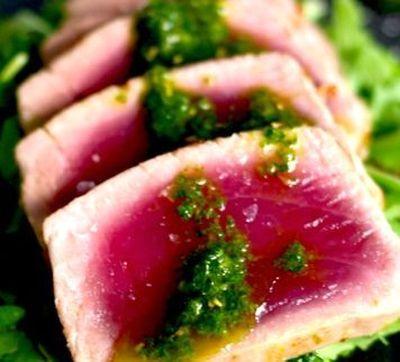 Ton marinat cu sos pesto