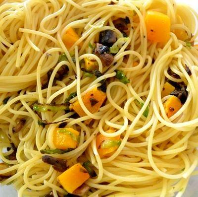Spaghete cu sos de salvie