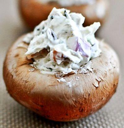 Ciuperci umplute cu crema de branza si verdeata