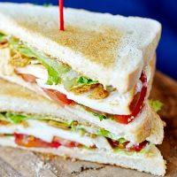 Sandwich-uri cu mozzarella