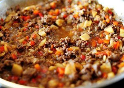 Salata umpluta cu carne de curcan si legume