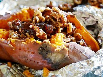 Cartofi dulci umpluti cu fructe uscate