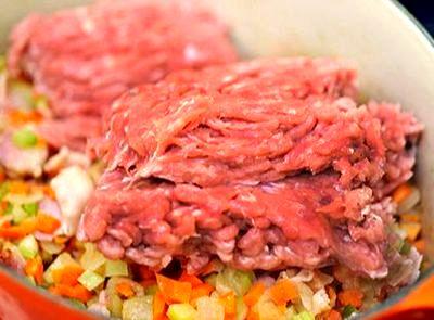Placinta cu carne de curcan si legume