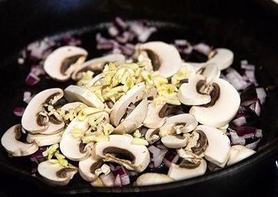 Ciuperci gratinate cu coriandru