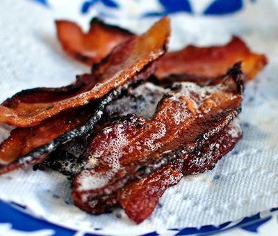 Sandwich cald cu bacon si rosii