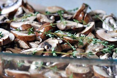 Pui cu ciuperci si sos de smantata