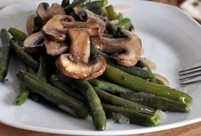 Sote de ciuperci si fasole verde