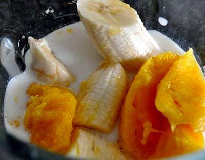 Smoothie de mango si banane
