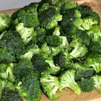 Salata de broccoli cu bacon