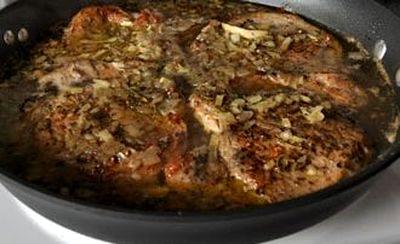 Cotlete de porc cu salvie si cimbru