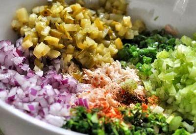 Salata de ton cu ceapa verde