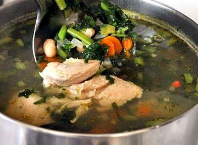 Supa de pui cu legume si lamaie