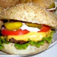 Hamburgeri cu vita si legume