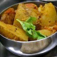 Tocana de cartofi cu rosii si coriandru